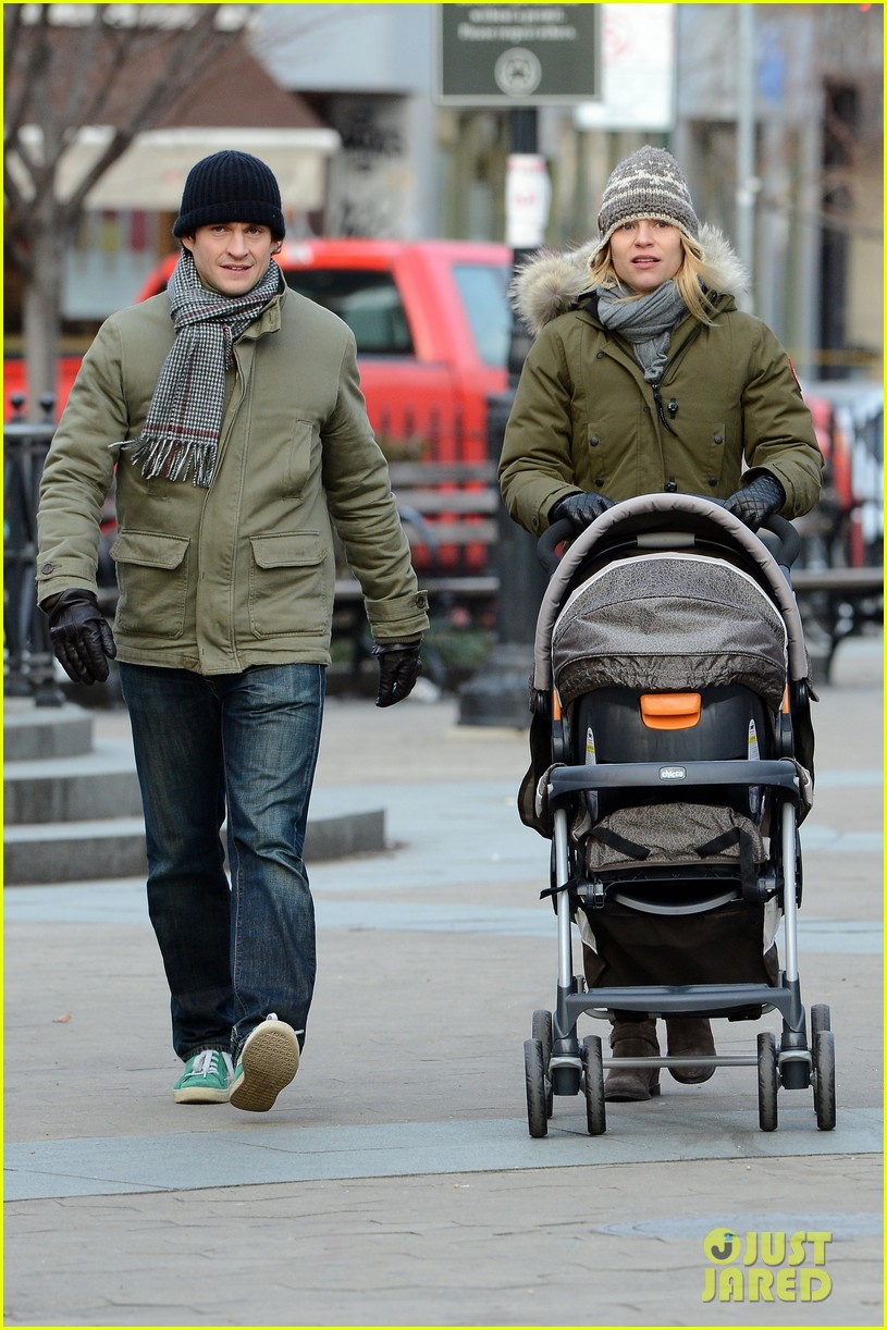 claire danes hugh dancy step out with cyrus one week after birth 012780612