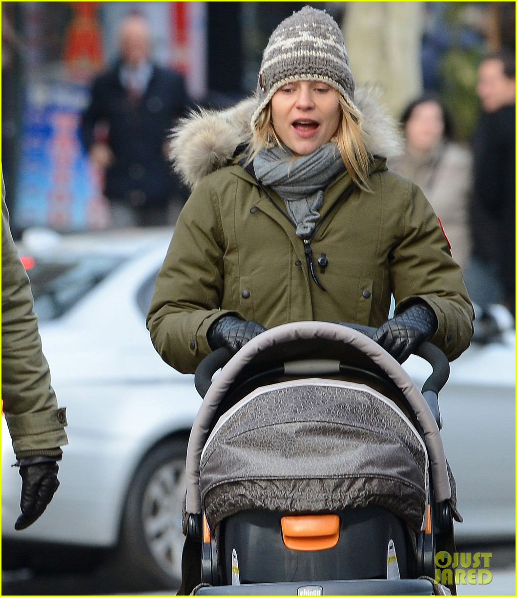 claire danes hugh dancy step out with cyrus one week after birth 03