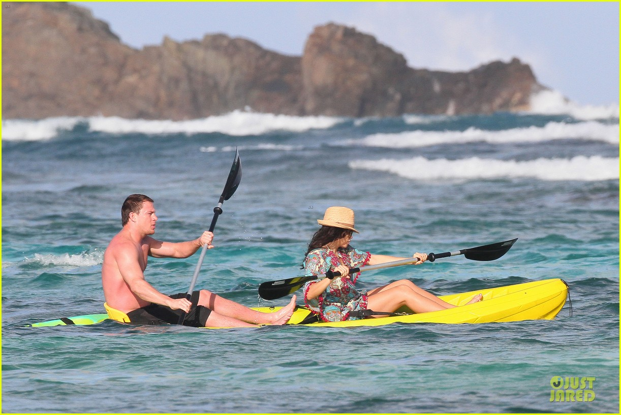 pregnant jenna dewan goes kayaking with shirtless channing tatum 05