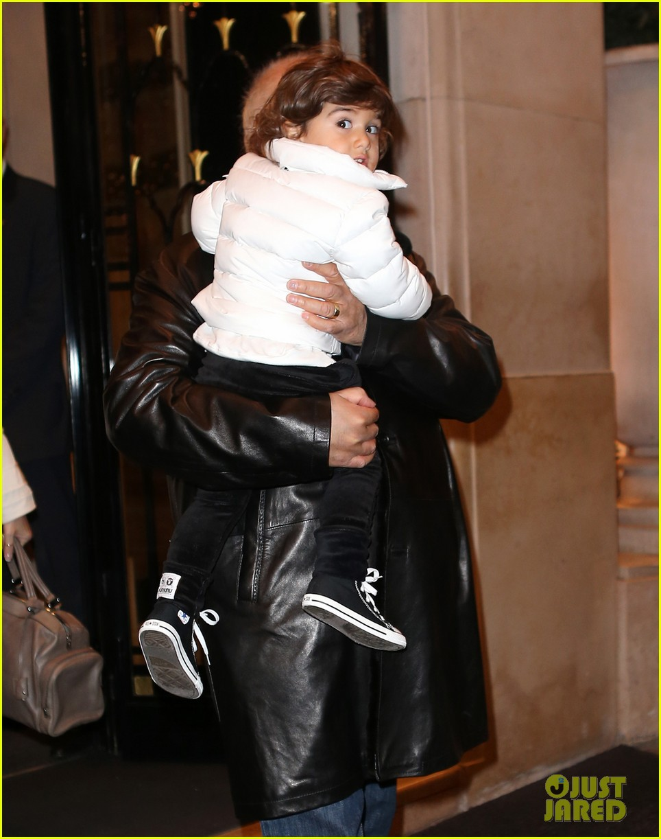 celine dion george v hotel exit with family 052767329