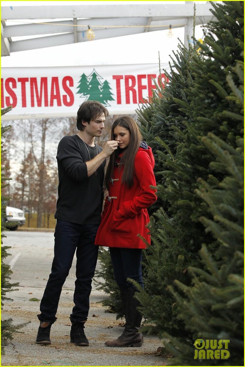 nina dobrev ian somerhalder christmas tree shopping 012769624