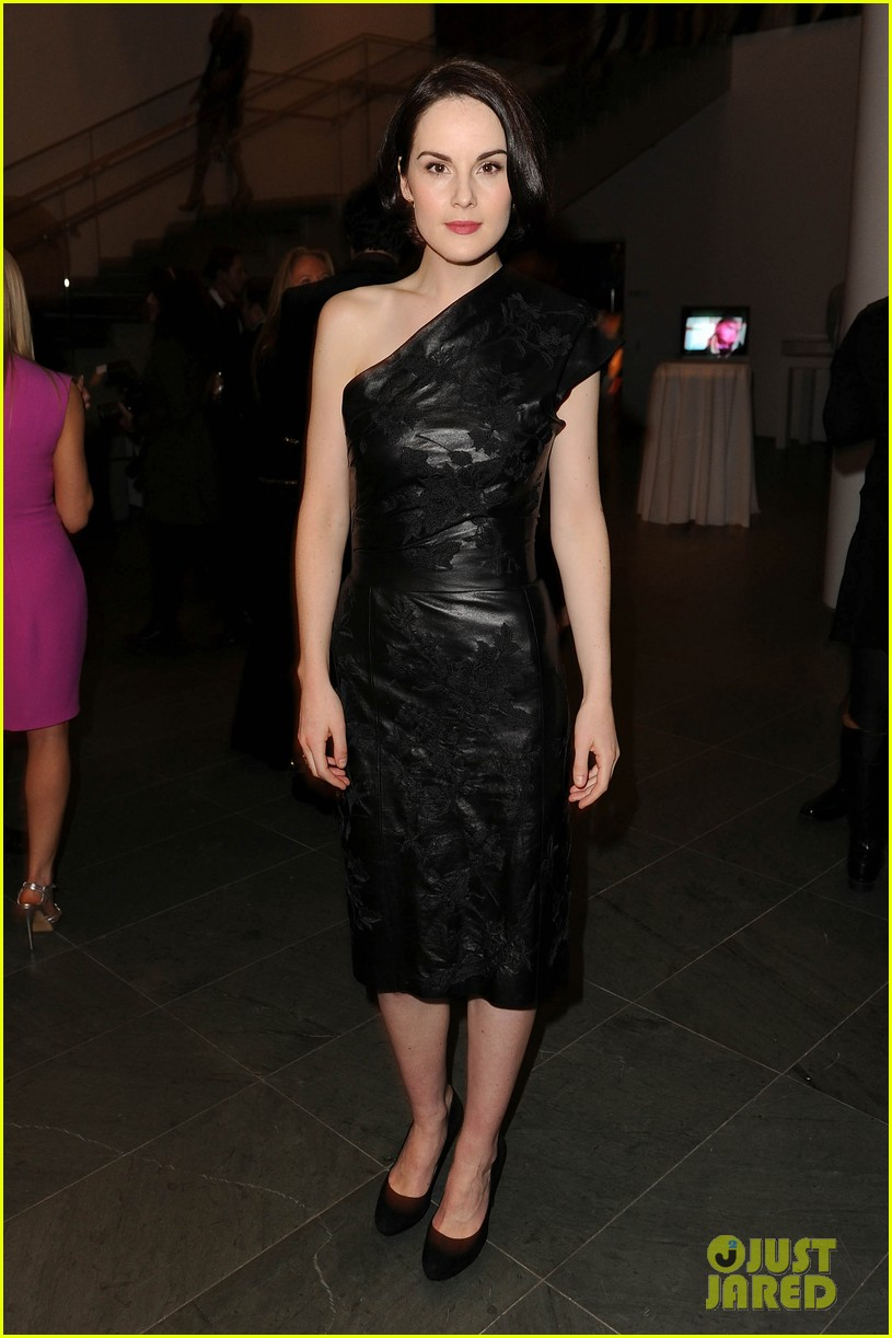 michelle dockery elizabeth mcgovern downton abbey evening 13