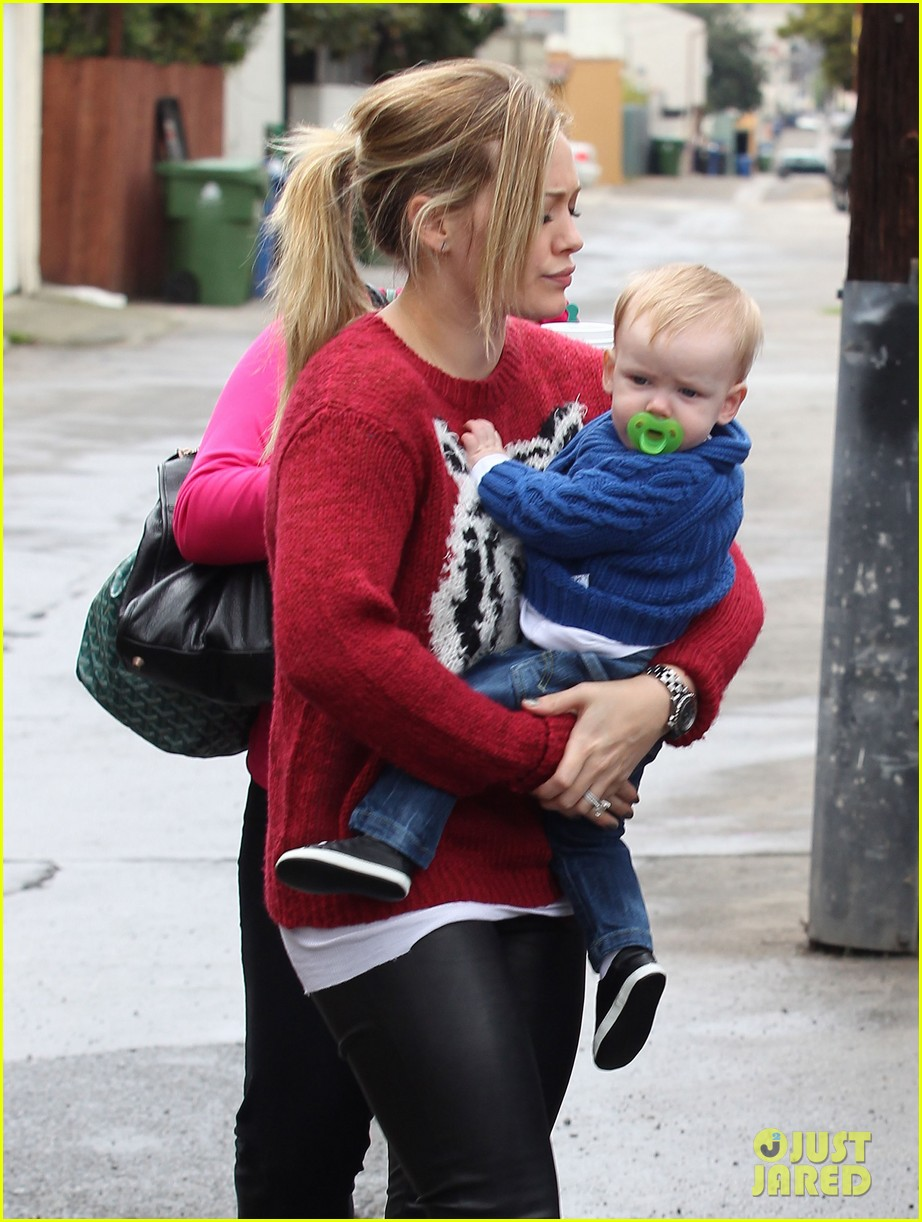 hilary duff babys first class with luca 042775319
