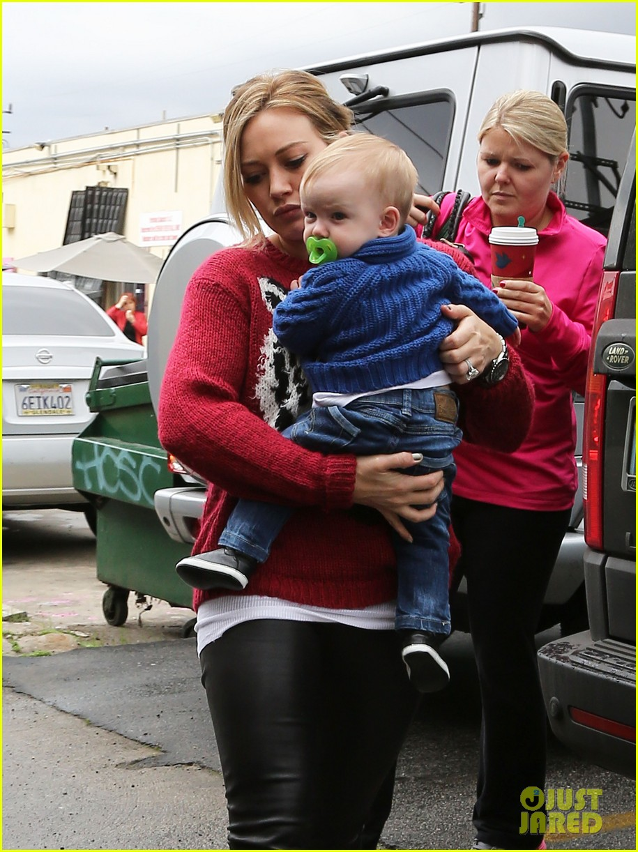 hilary duff babys first class with luca 142775329