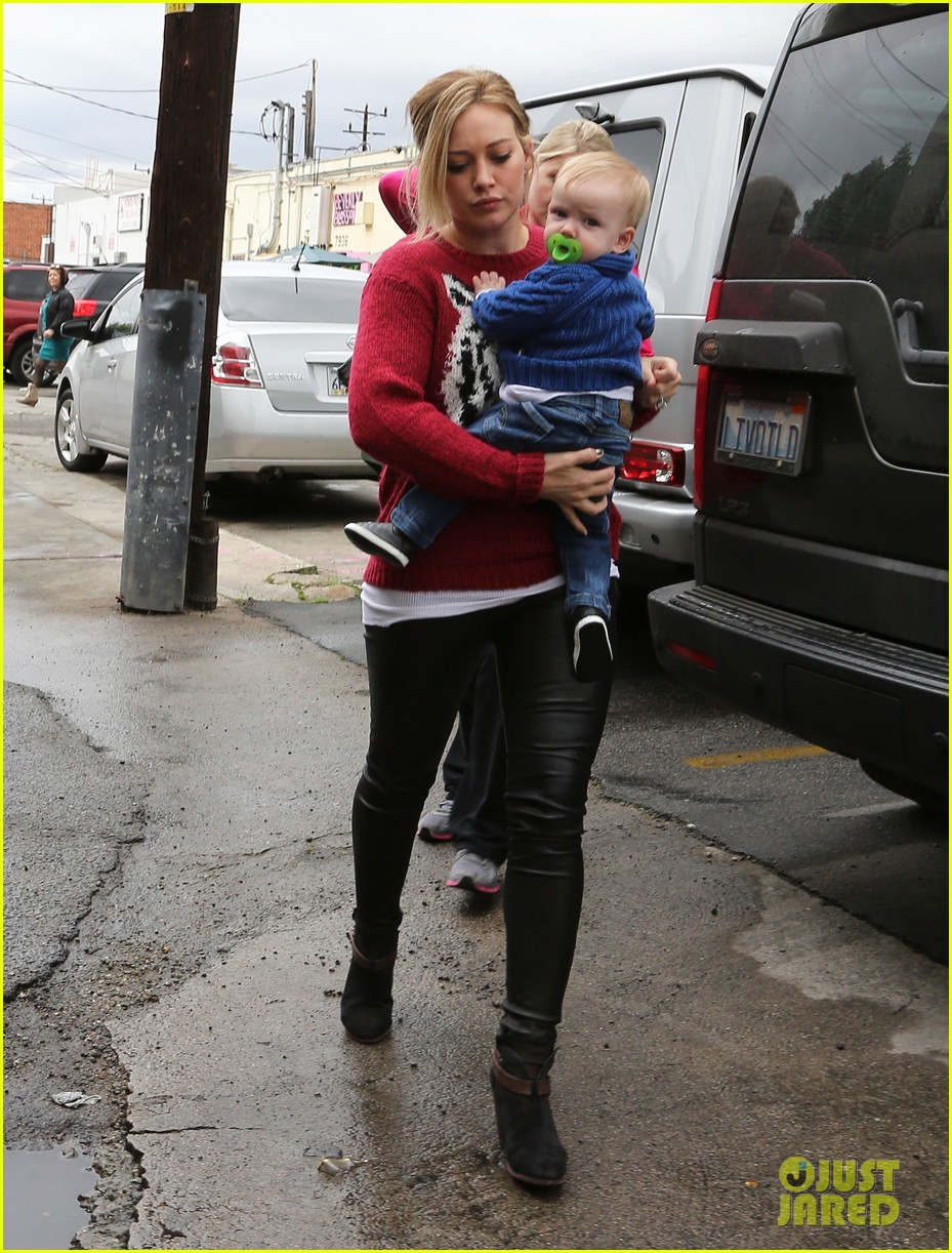 hilary duff babys first class with luca 152775330