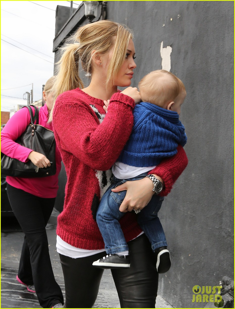 hilary duff babys first class with luca 202775335