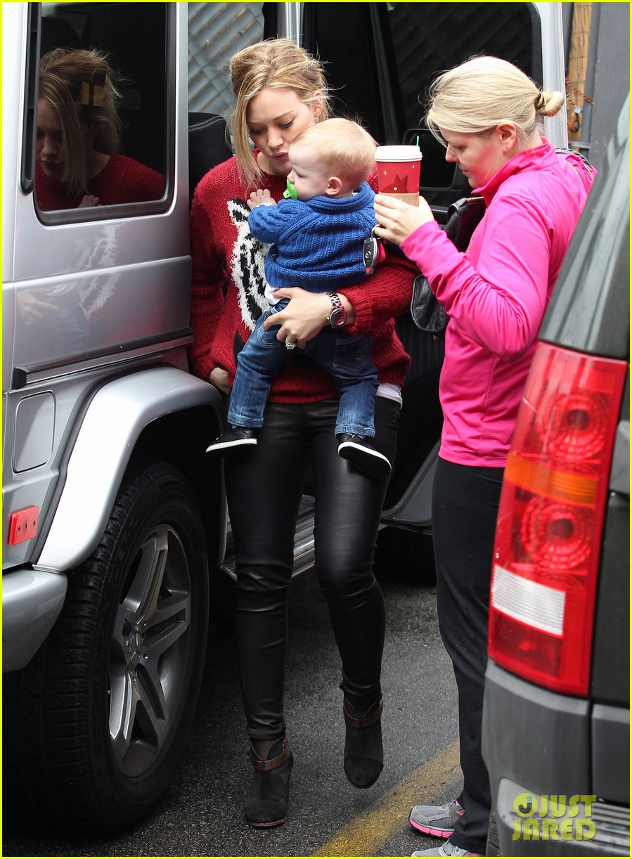 hilary duff babys first class with luca 242775339