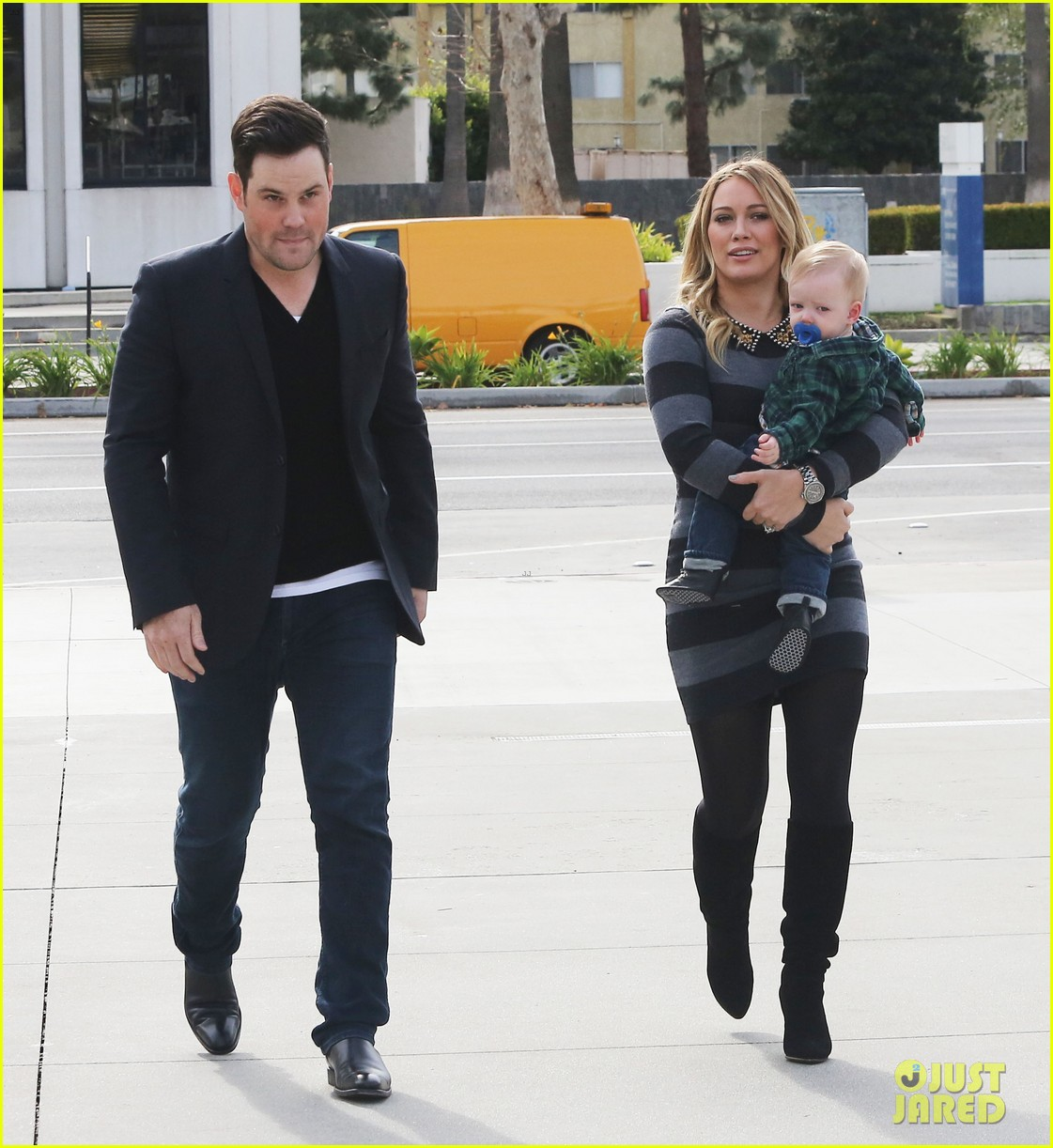 hilary duff mike comrie family fun day with luca 04