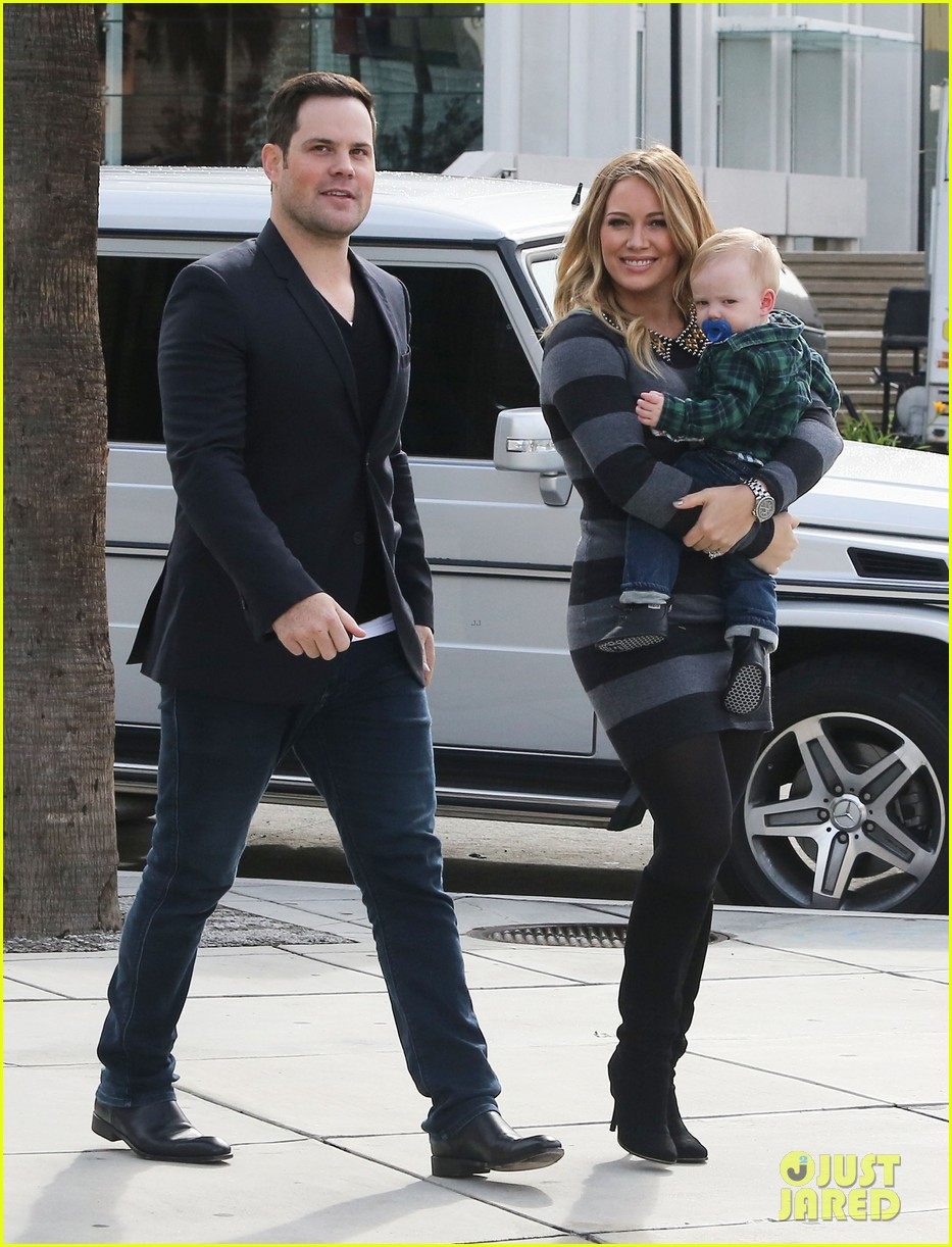 hilary duff mike comrie family fun day with luca 072775762