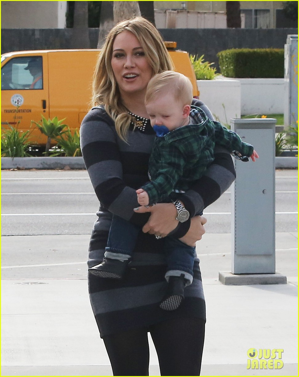 hilary duff mike comrie family fun day with luca 082775763