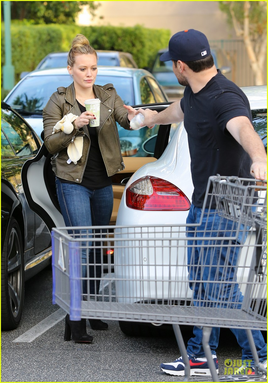 hilary duff & mike comrie grocery store kisses for luca 032780342