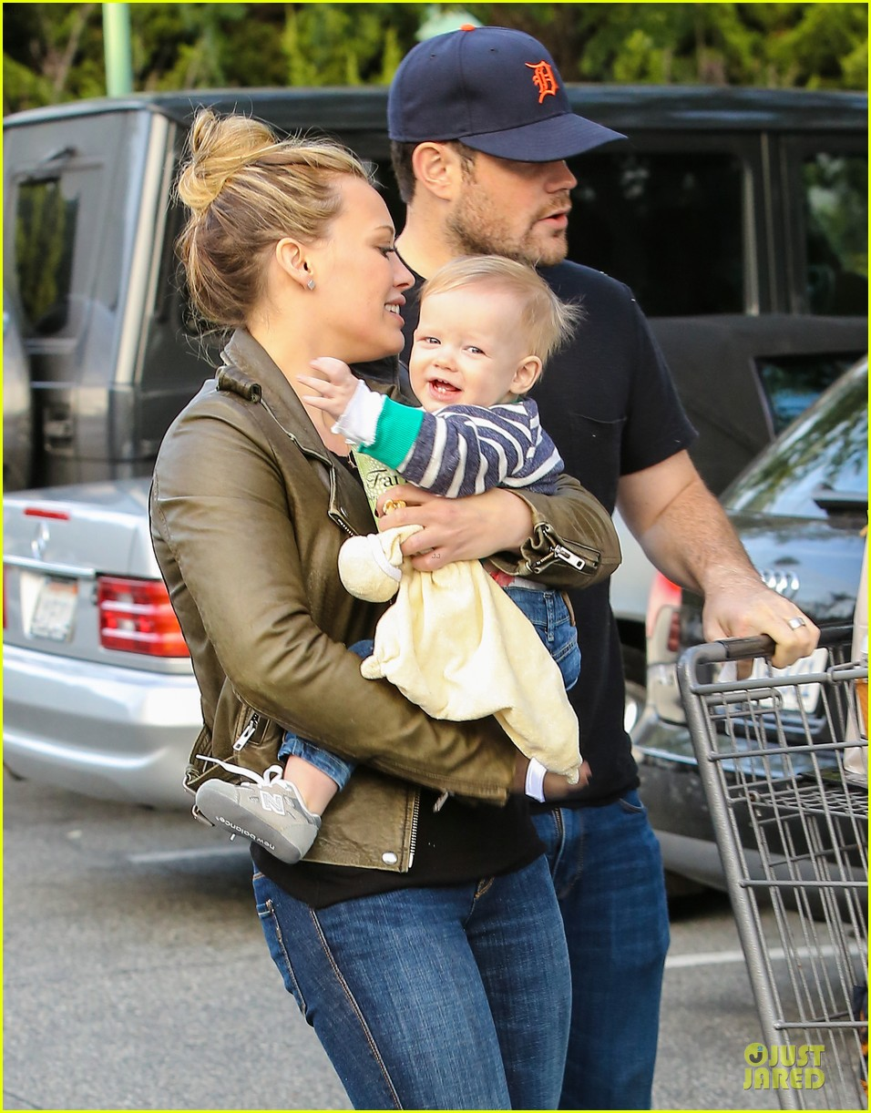 hilary duff & mike comrie grocery store kisses for luca 042780343