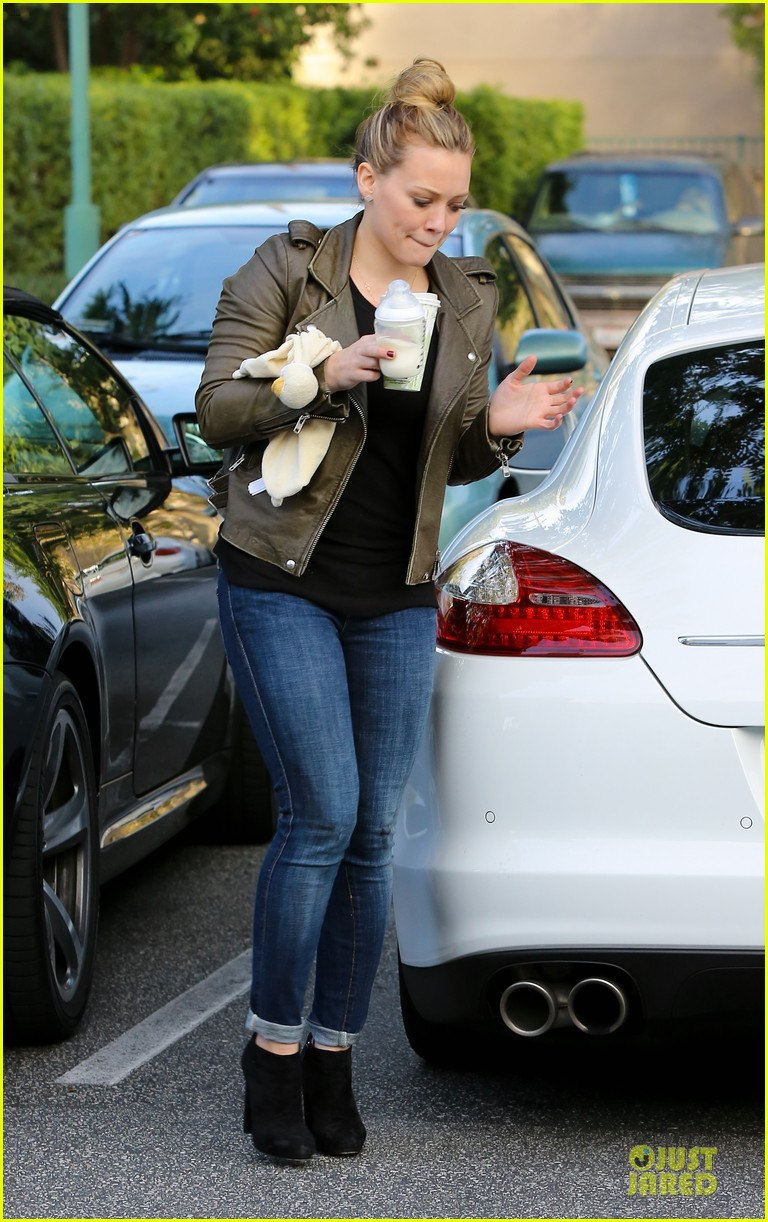 hilary duff & mike comrie grocery store kisses for luca 052780344