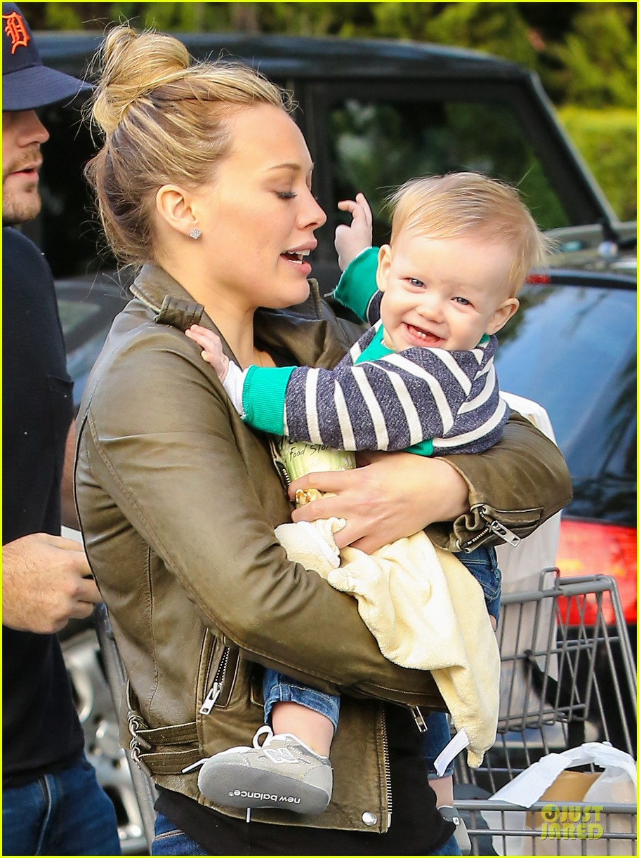 hilary duff & mike comrie grocery store kisses for luca 062780345