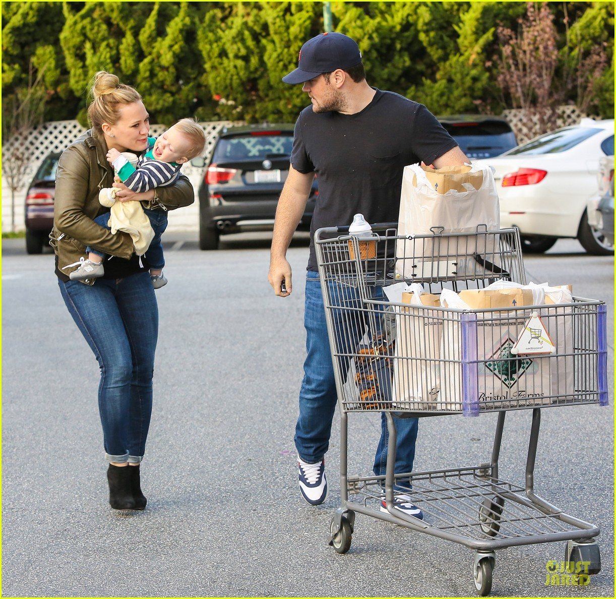 hilary duff & mike comrie grocery store kisses for luca 072780346