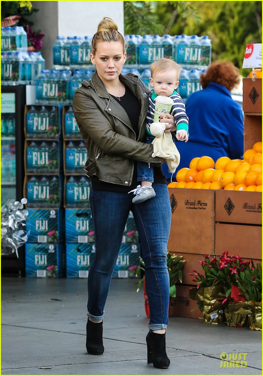 hilary duff & mike comrie grocery store kisses for luca 082780347