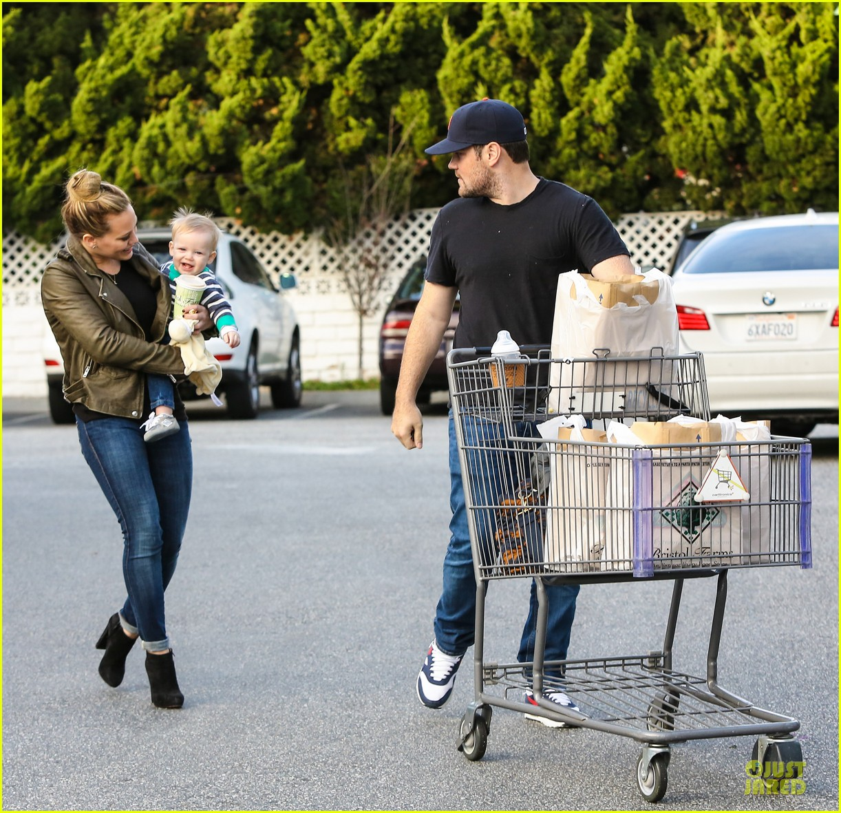 hilary duff & mike comrie grocery store kisses for luca 102780349