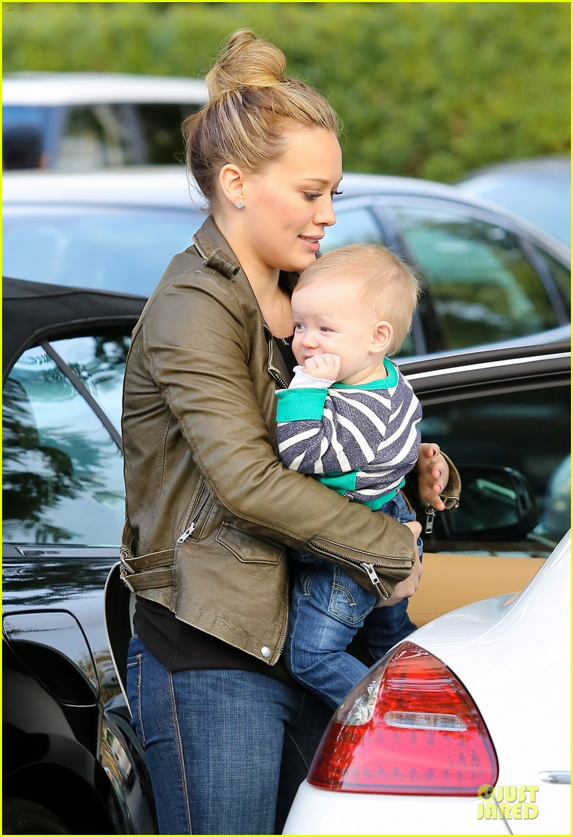 hilary duff & mike comrie grocery store kisses for luca 202780359