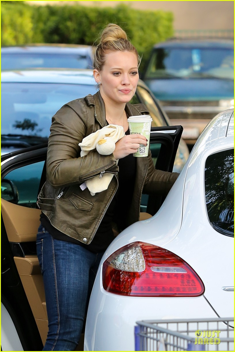 hilary duff & mike comrie grocery store kisses for luca 212780360