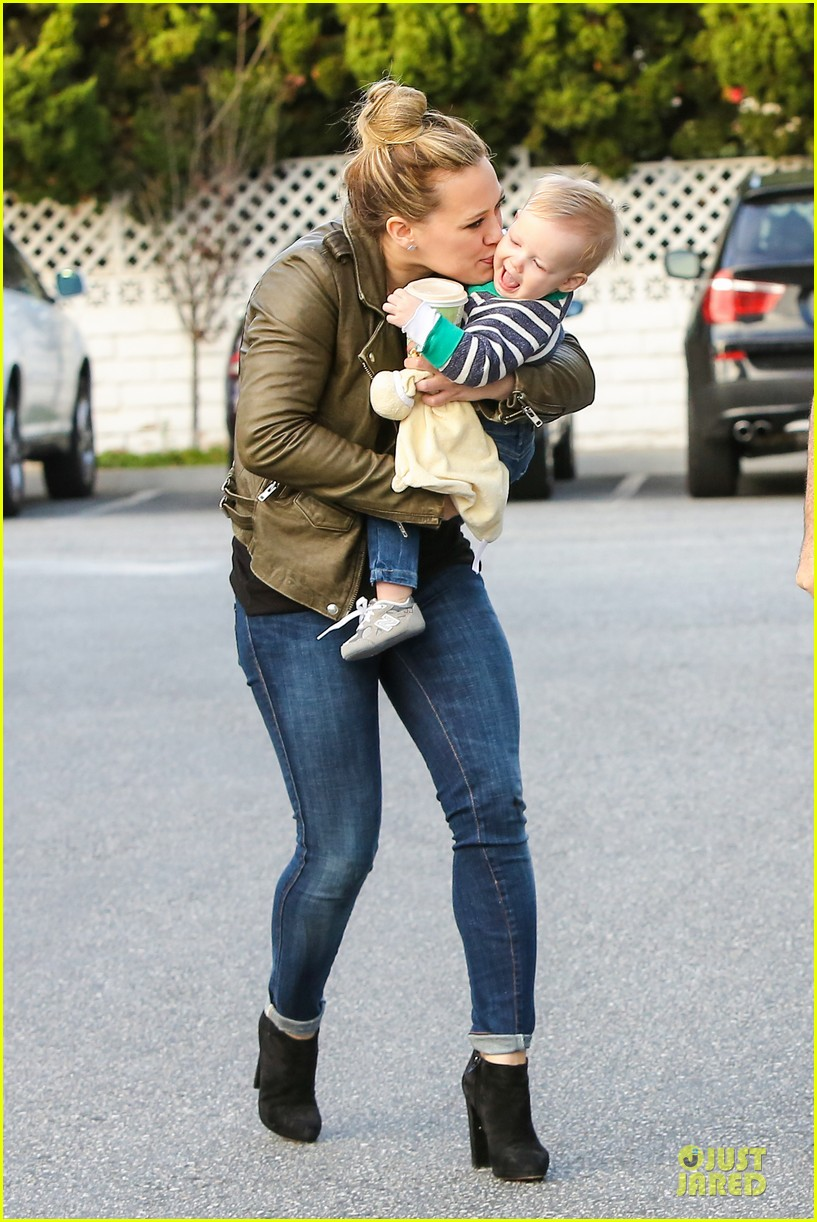 hilary duff & mike comrie grocery store kisses for luca 222780361