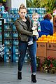 hilary duff & mike comrie grocery store kisses for luca 08