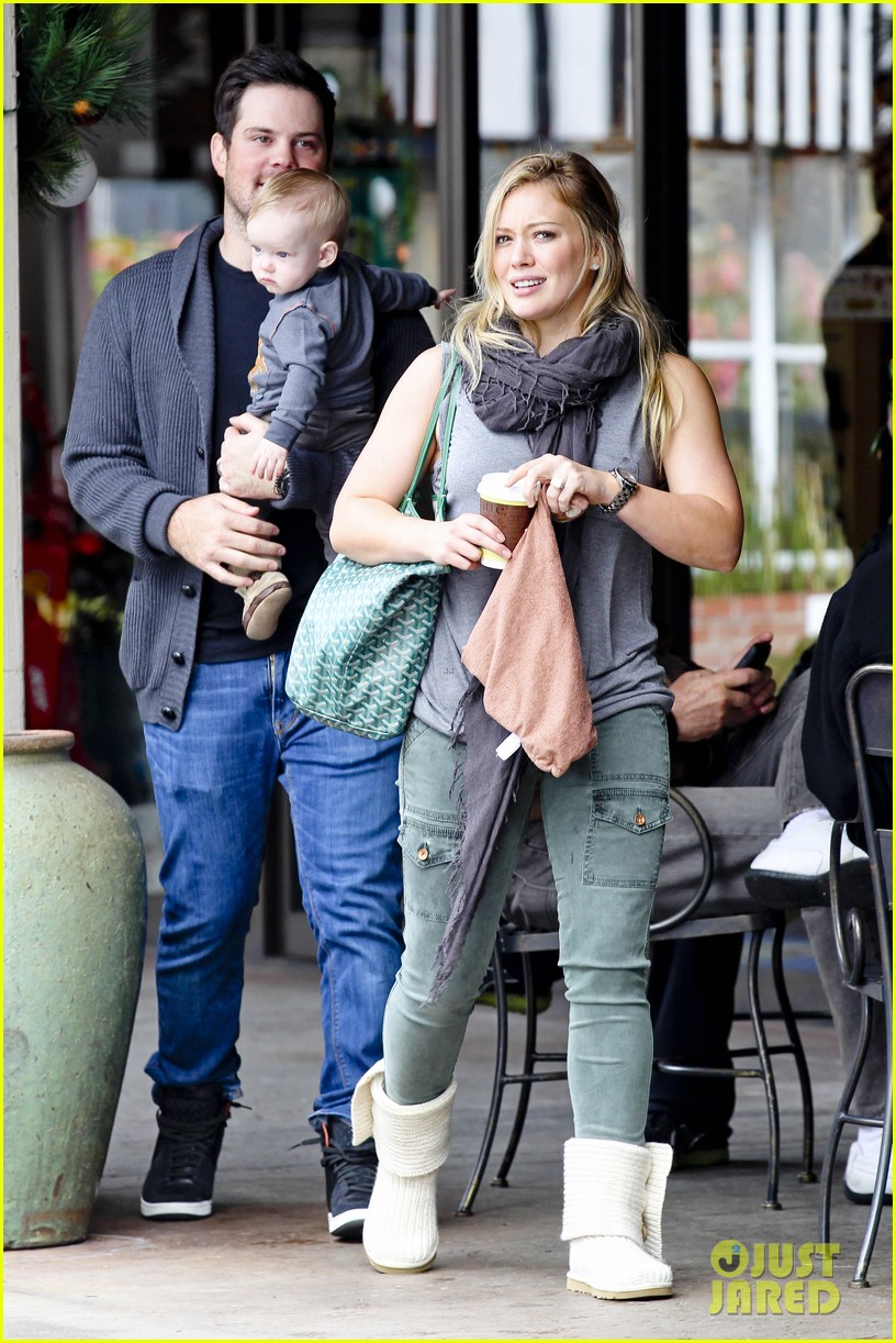 hilary duff mike comrie shopping baby luca 012767875