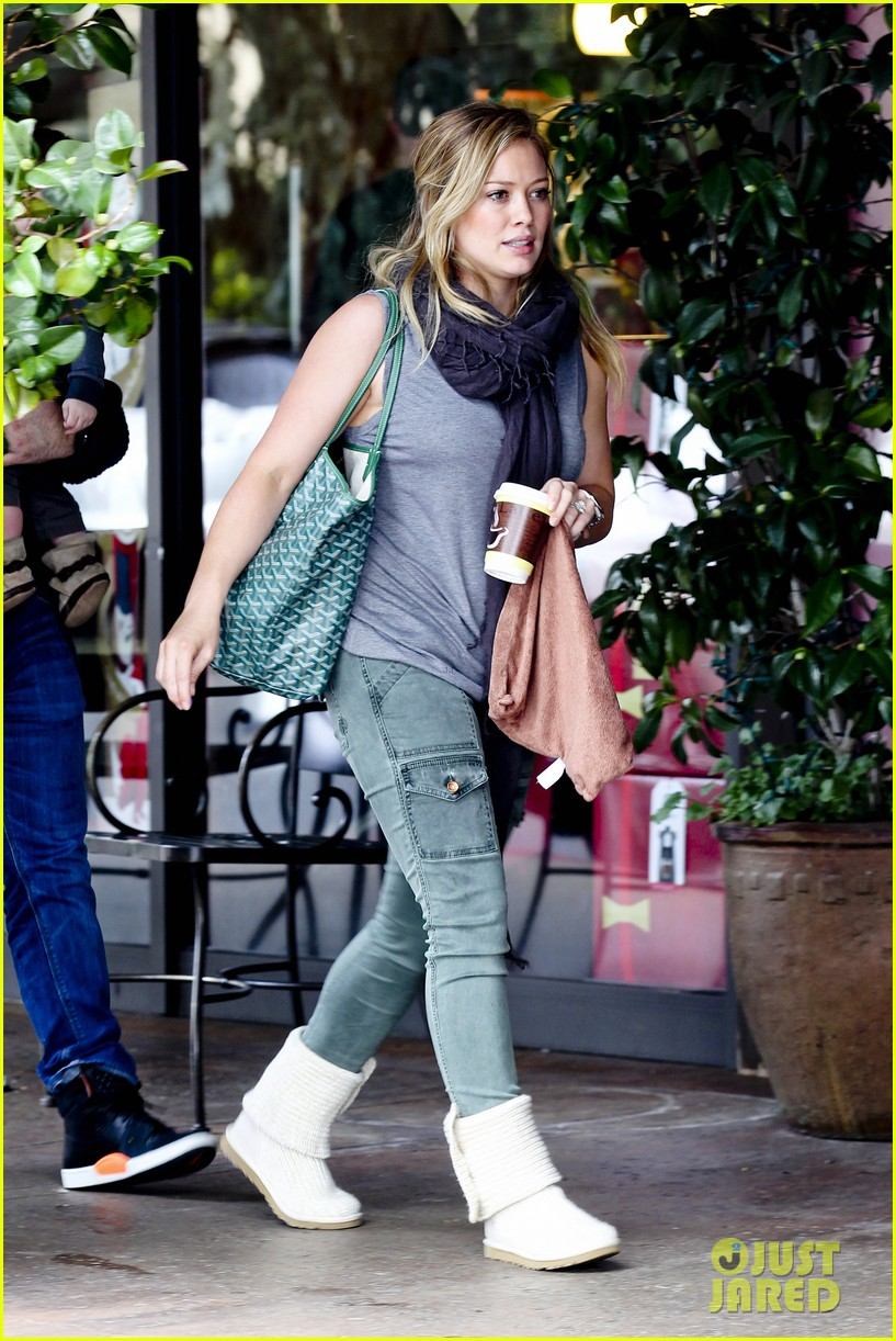 hilary duff mike comrie shopping baby luca 032767877