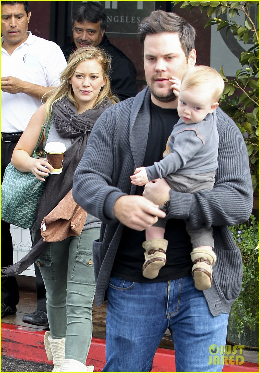 hilary duff mike comrie shopping baby luca 072767881