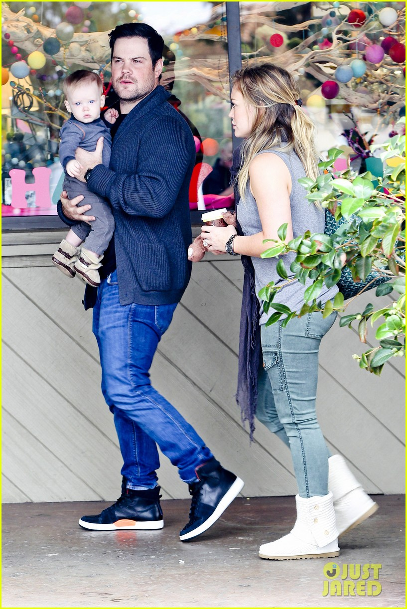 hilary duff mike comrie shopping baby luca 092767883