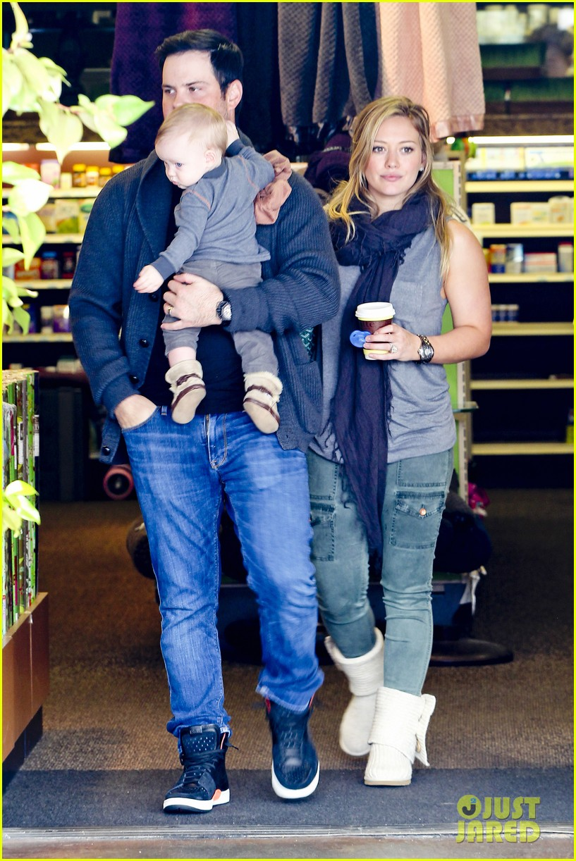 hilary duff mike comrie shopping baby luca 102767884