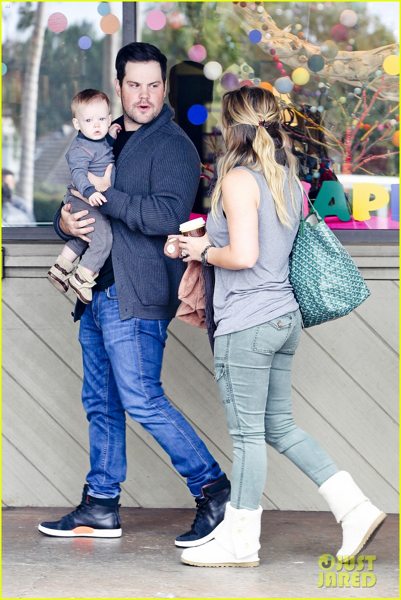 hilary duff mike comrie shopping baby luca 142767888