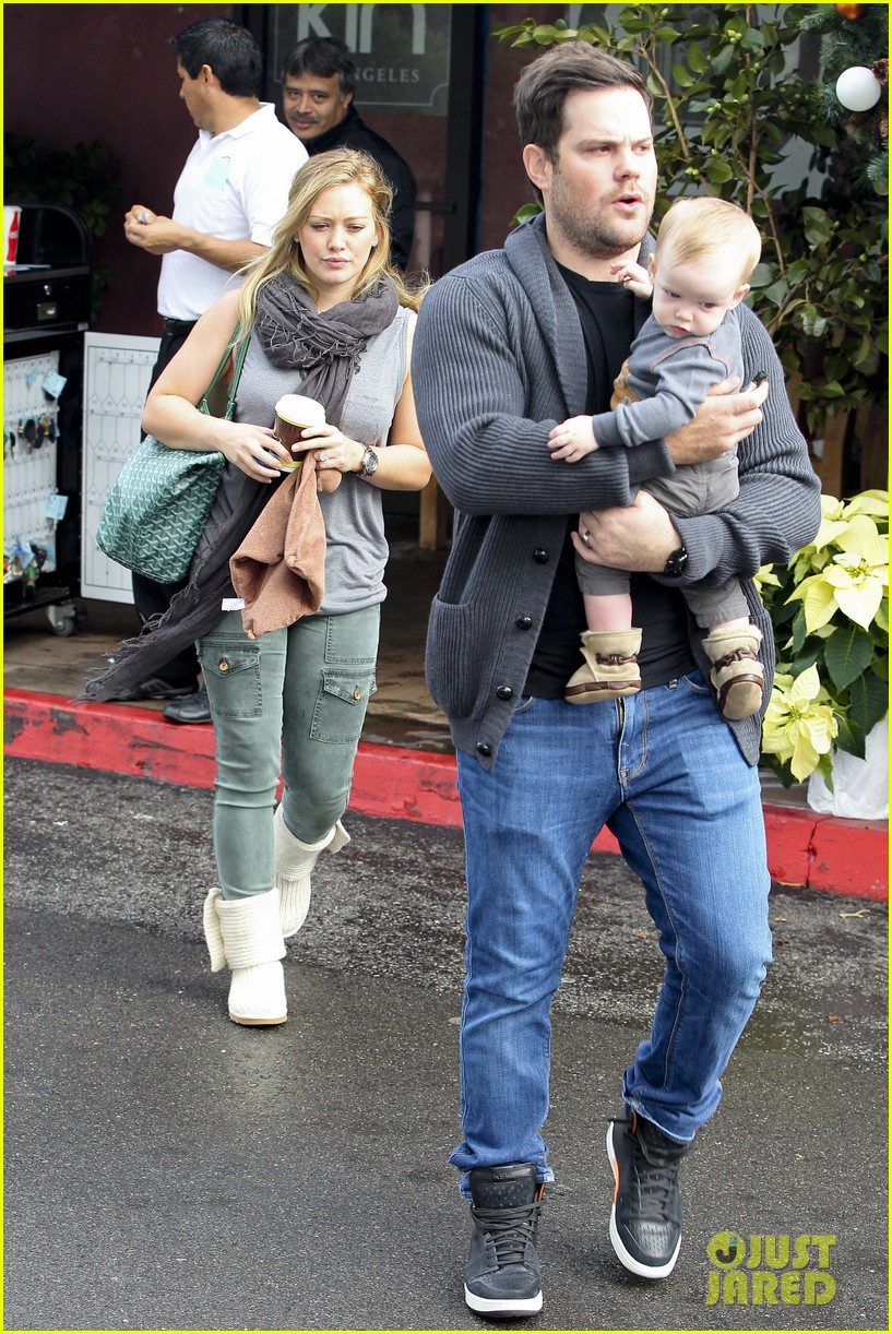 hilary duff mike comrie shopping baby luca 152767889