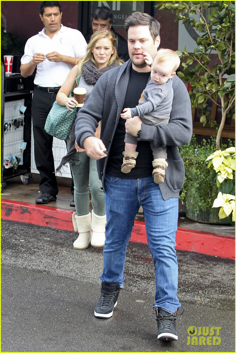 hilary duff mike comrie shopping baby luca 172767891