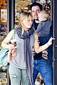 hilary duff mike comrie shopping baby luca 04