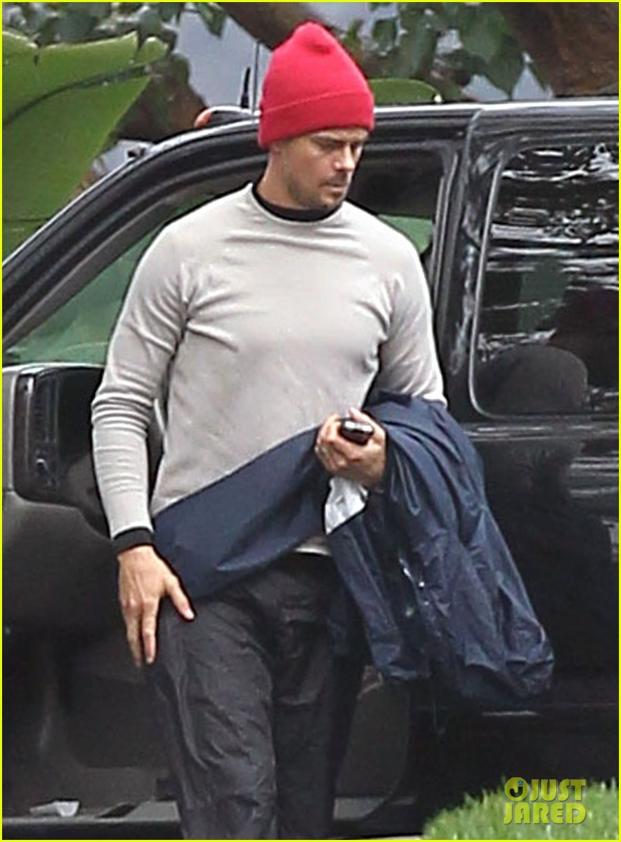 josh duhamel christmas eve golfing 02