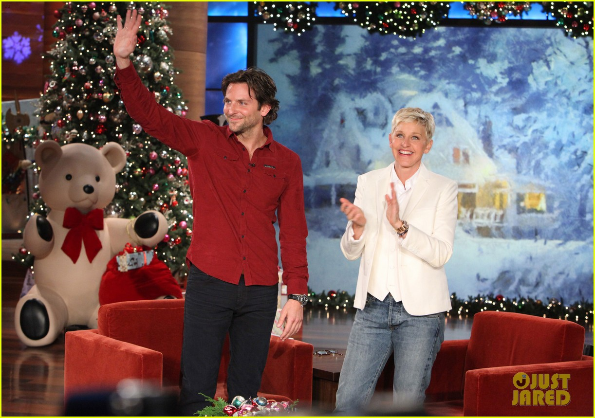ellen degeneres dedicates show to newtown shooting victims 012777925