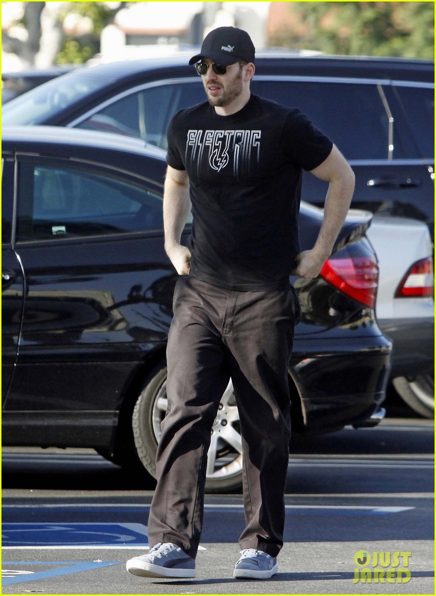 chris evans goes grocery shopping minka kelly works out 062772216