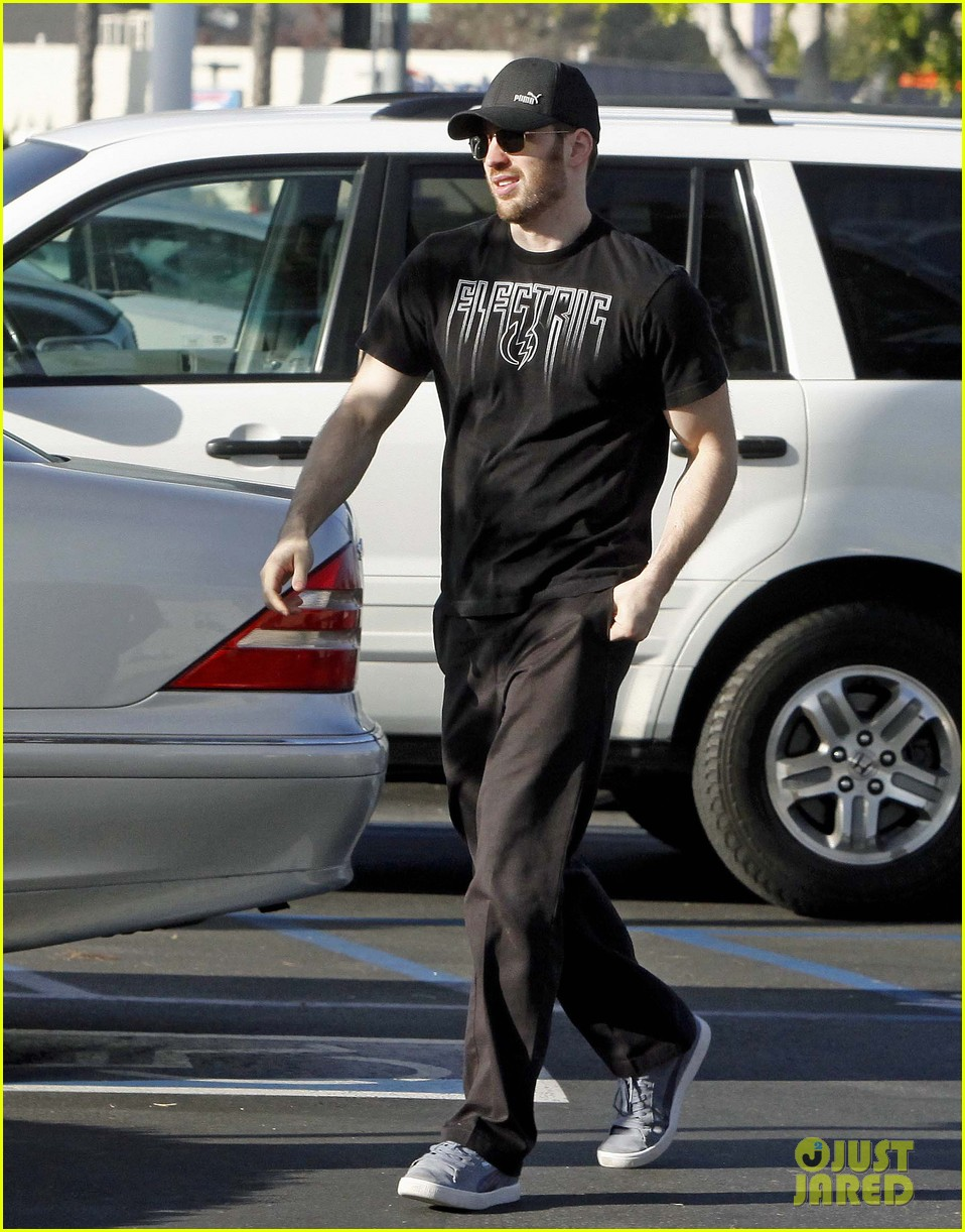 chris evans goes grocery shopping minka kelly works out 072772217