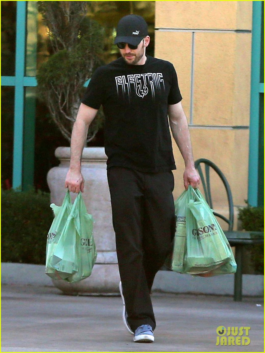 chris evans goes grocery shopping minka kelly works out 082772218