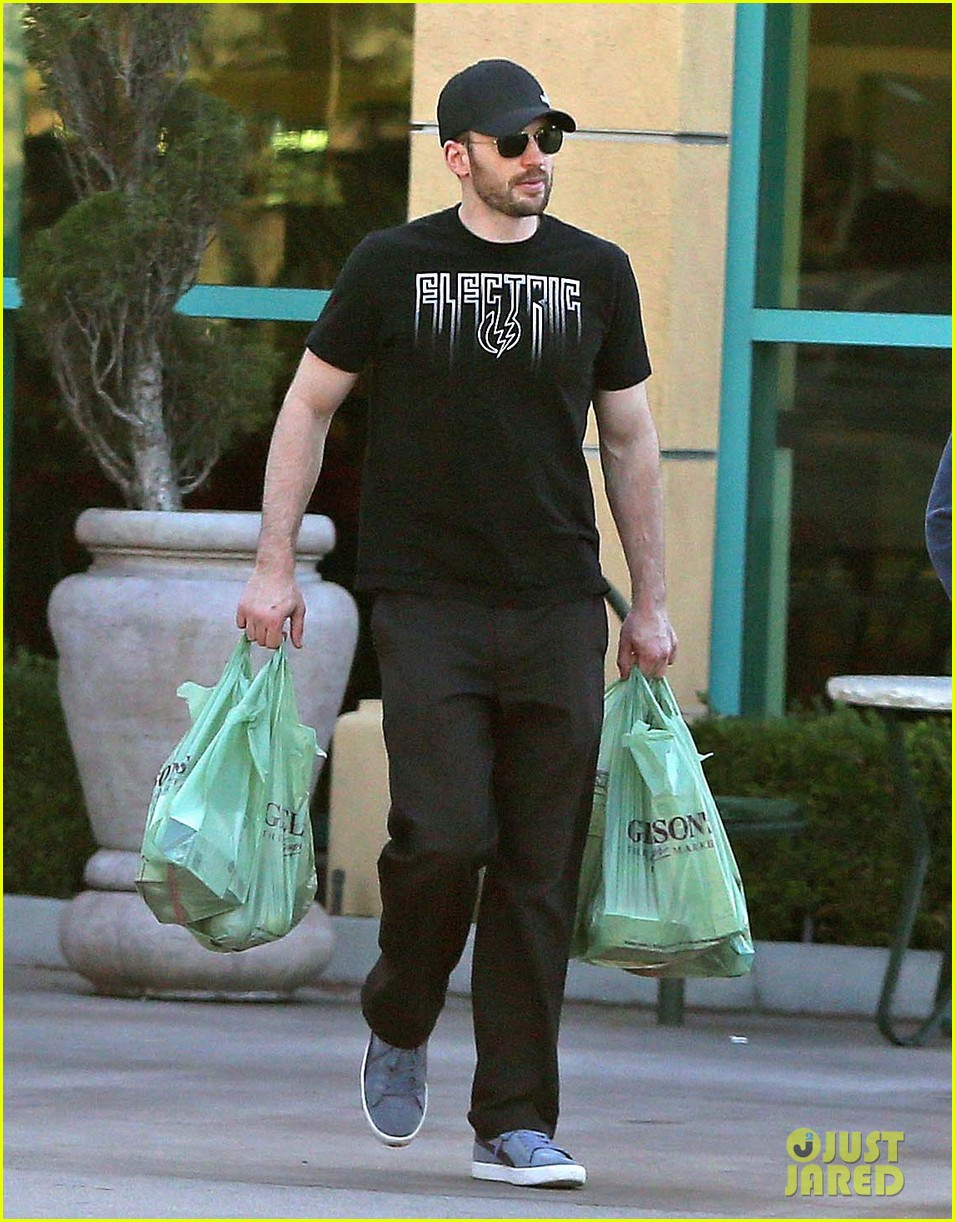 chris evans goes grocery shopping minka kelly works out 092772219