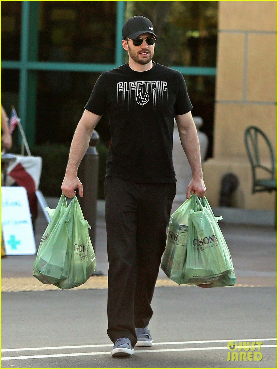 chris evans goes grocery shopping minka kelly works out 122772222