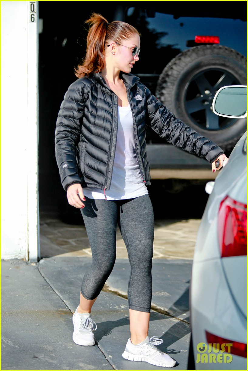 chris evans goes grocery shopping minka kelly works out 292772239