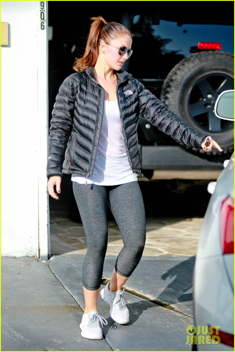 chris evans goes grocery shopping minka kelly works out 302772240