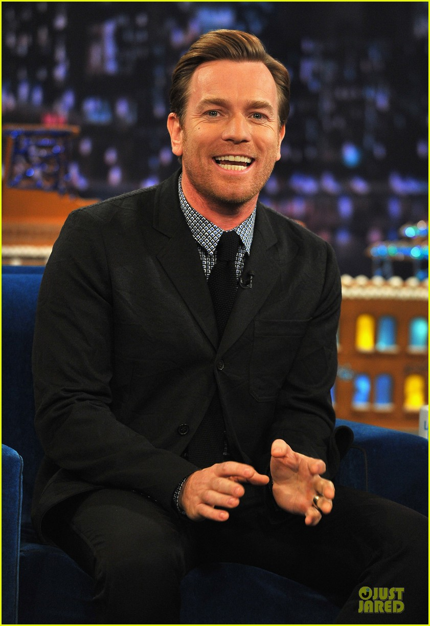 ewan mcgregor green screen fun with jimmy fallon 072777535