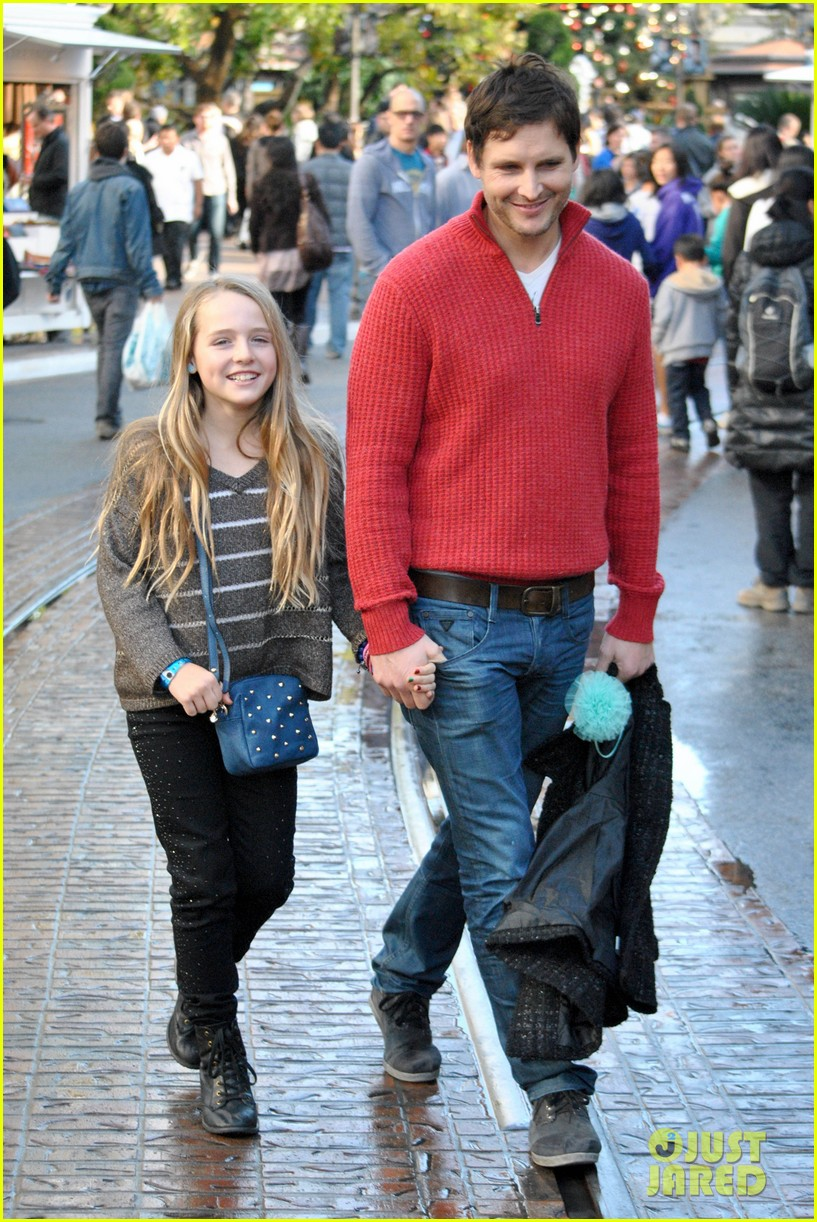 peter facinelli christmas eve shopping with lola 042780769