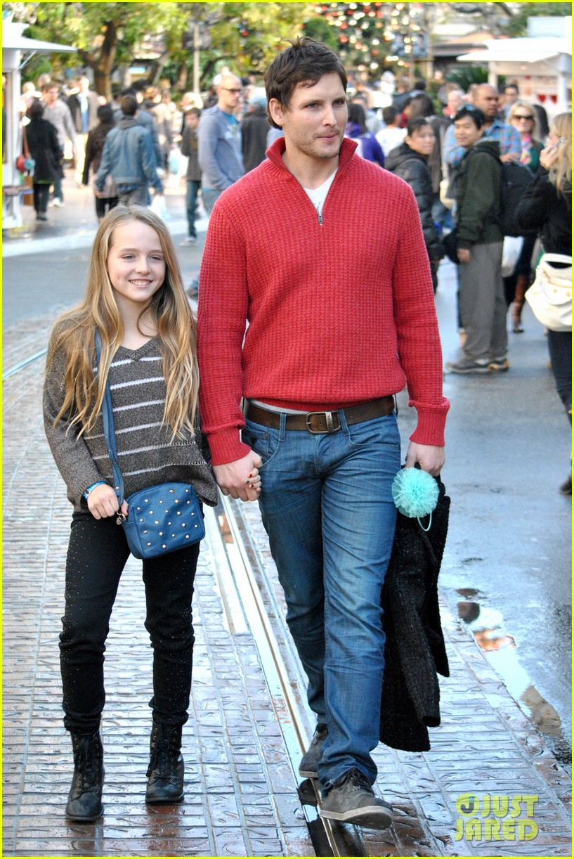 peter facinelli christmas eve shopping with lola 052780770