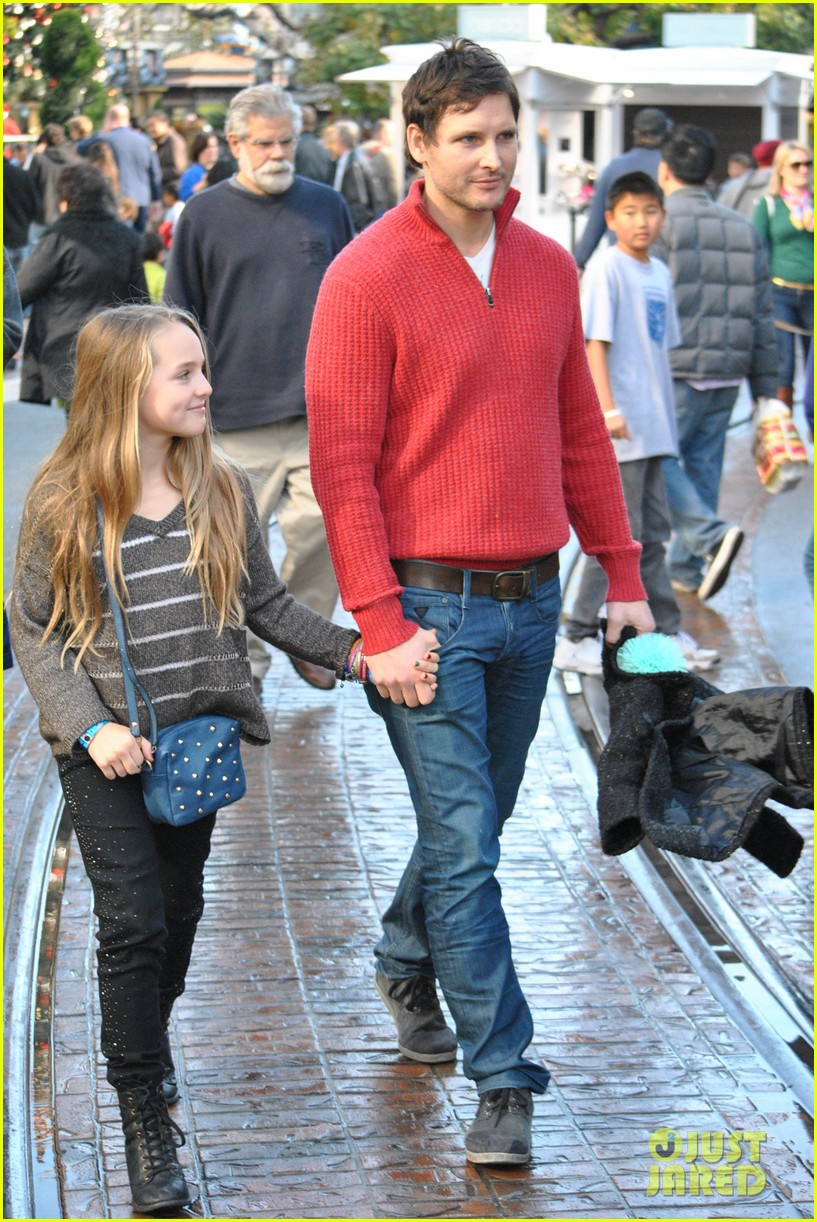 peter facinelli christmas eve shopping with lola 082780773