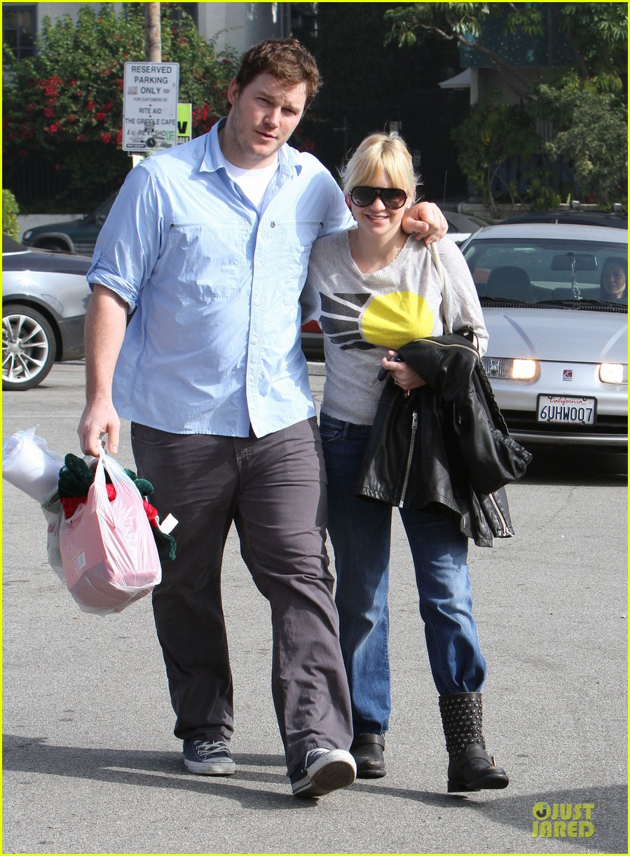 anna faris & chris pratt rite aide shopping couple 152772707