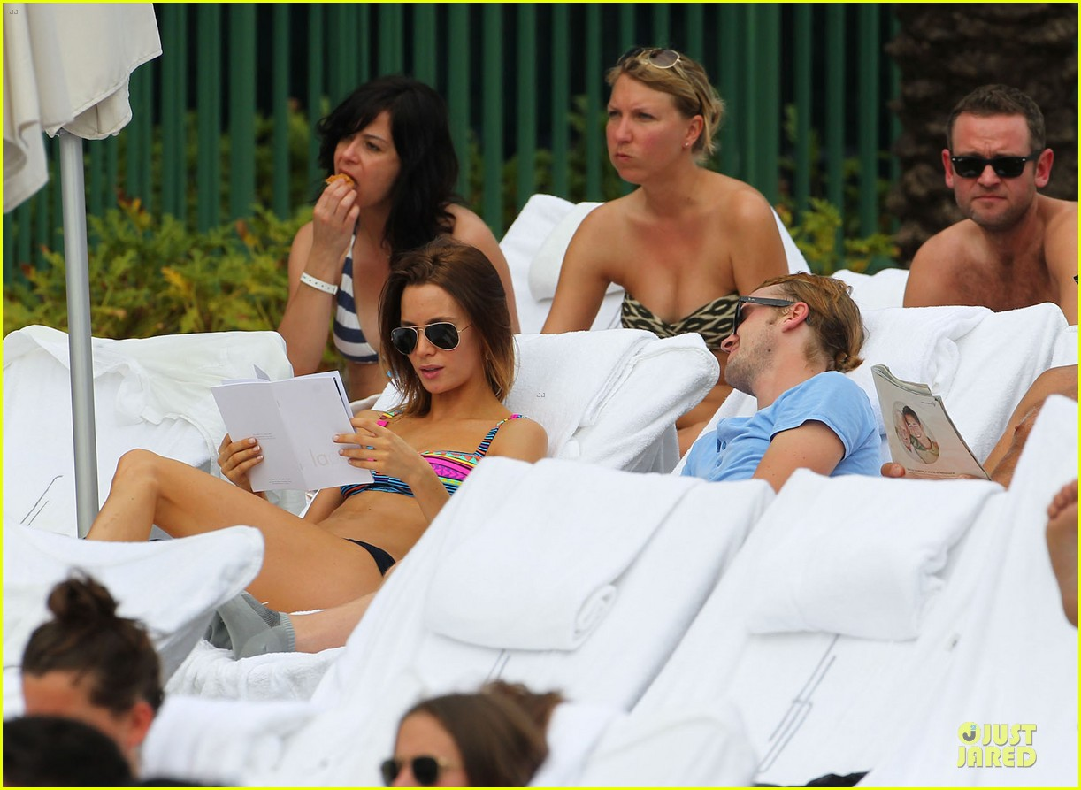 tom felton poolside with jade olivia 162782152