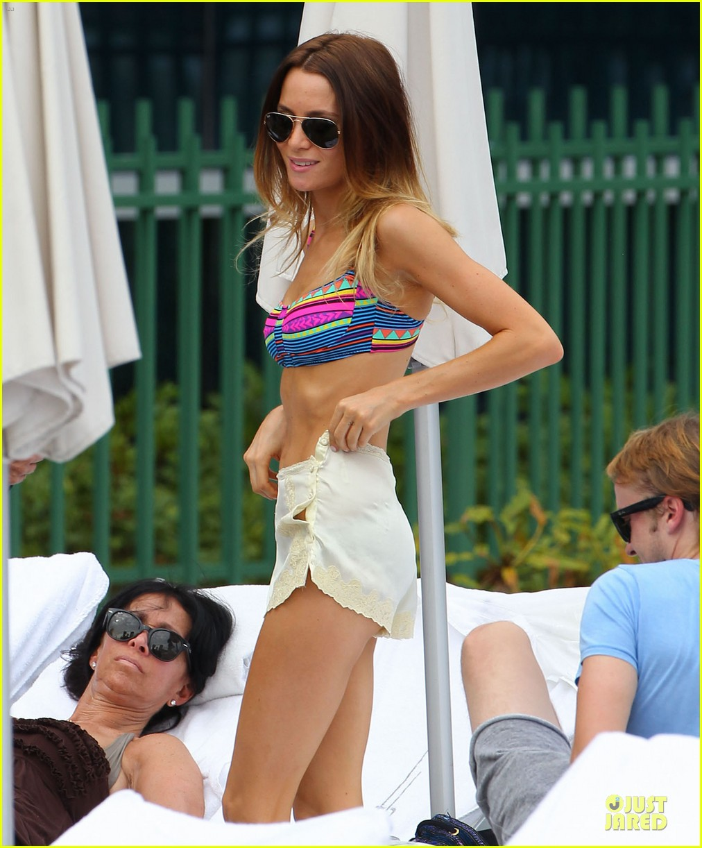 tom felton poolside with jade olivia 182782154